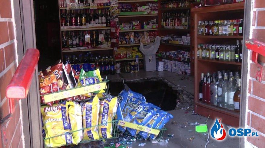 Podłoga zawaliła się w sklepie w Świętochłowicach. Do dziury wpadło kilka osób! OSP Ochotnicza Straż Pożarna