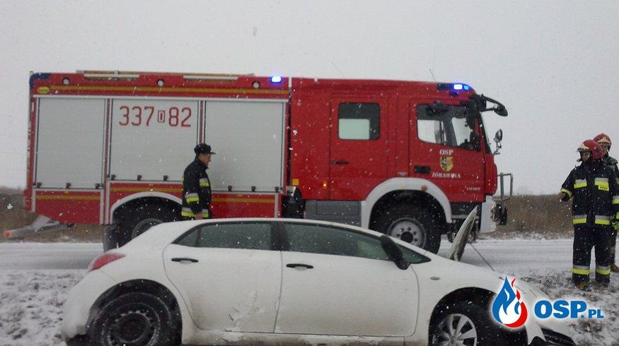 20.01.2016 - auto wpadło do rowu w Suchym Dworze OSP Ochotnicza Straż Pożarna