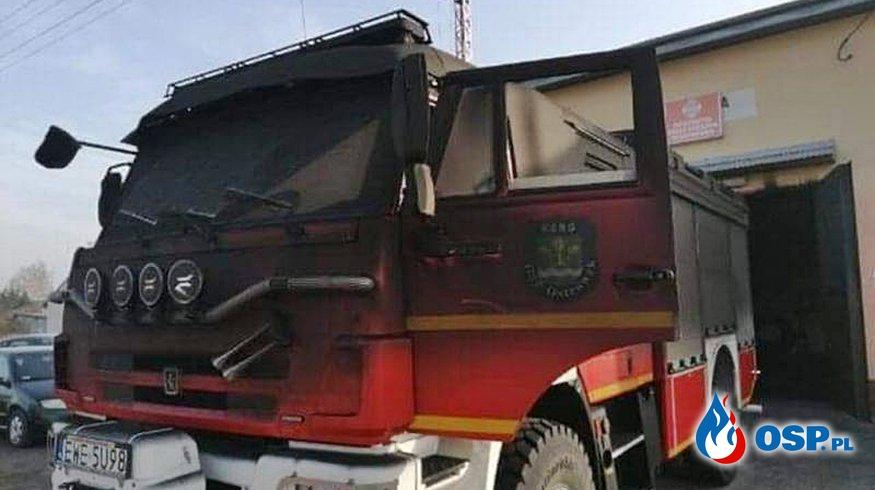 Pożar w remizie OSP Ostrówek. Uszkodzeniu uległ nowy wóz strażaków. OSP Ochotnicza Straż Pożarna