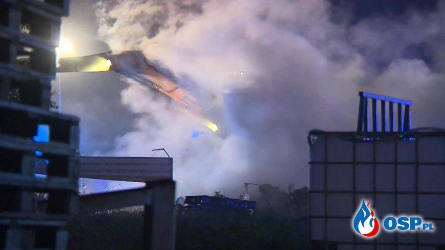 Ogromny pożar złomowiska. W akcji 32 zastępy strażaków. OSP Ochotnicza Straż Pożarna