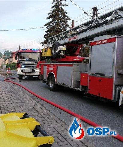 Pożar wiaty i dwóch samochodów OSP Ochotnicza Straż Pożarna