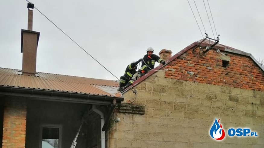 Silny wiatr uszkodził budynek w Zręcinie OSP Ochotnicza Straż Pożarna