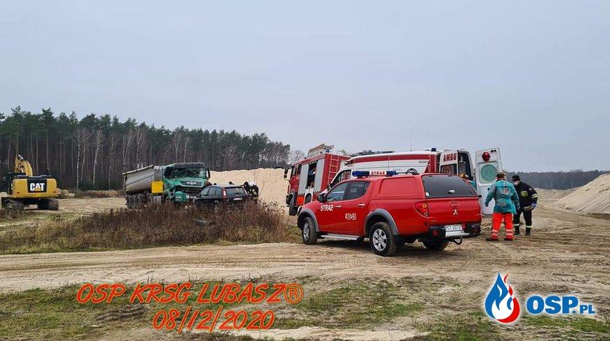 Zderzenia samochodu ciężarowego z ładowarką OSP Ochotnicza Straż Pożarna