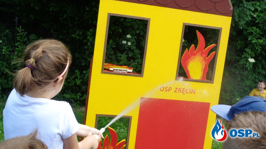 Dzień Dziecka w Szkole Podstawowej w Zręcinie OSP Ochotnicza Straż Pożarna