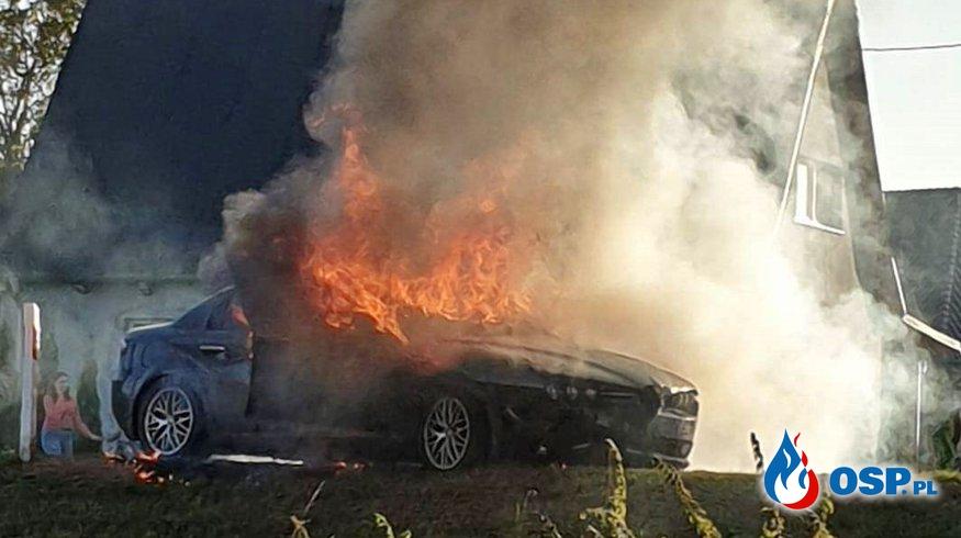Motocykl i auto zapaliły się po zderzeniu. Trzy osoby zostały ranne. OSP Ochotnicza Straż Pożarna