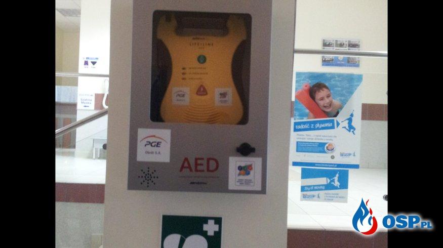 Pierwsza pomoc z AED na Kompleksie Basenów NEMO w Pusktowie Osiedlu OSP Ochotnicza Straż Pożarna