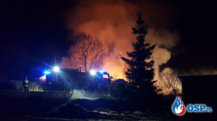 Pożar słomy i budynku gospodarczego OSP Ochotnicza Straż Pożarna