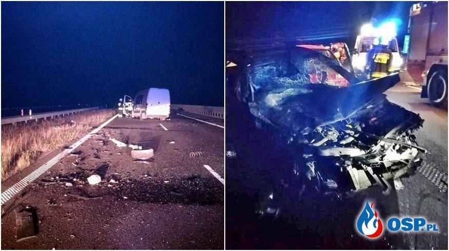 Pijany kierowca jechał autostradą pod prąd, zderzył się z busem. 6 osób rannych. OSP Ochotnicza Straż Pożarna