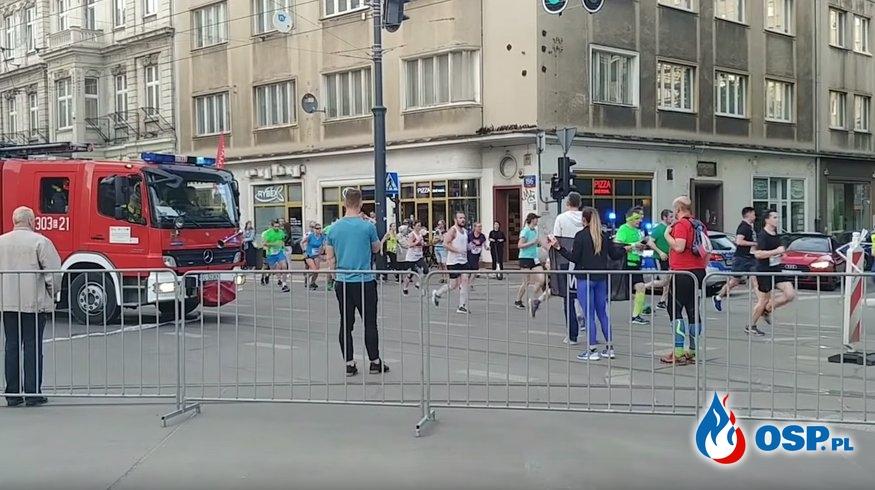 Strażacy jechali do akcji, biegacze biegli. Kto kogo musiał przepuszczać? OSP Ochotnicza Straż Pożarna