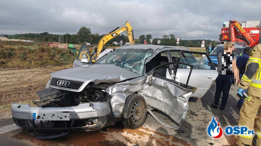 Wypadek osobówki i ciągnika siodłowego na DK7 OSP Ochotnicza Straż Pożarna