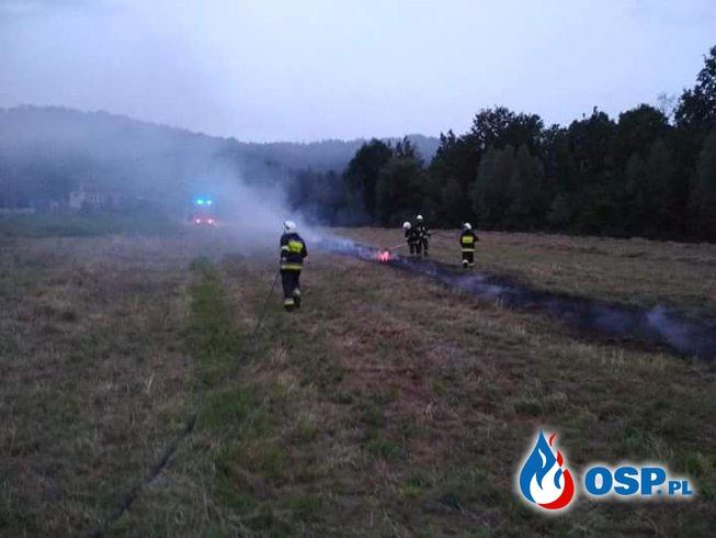 Pożar słomy w Krzywaczce. OSP Ochotnicza Straż Pożarna