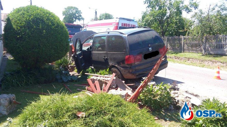 Samochód osobowy uderzył w ogrodzenie Pławno 24-06-2016r. OSP Ochotnicza Straż Pożarna