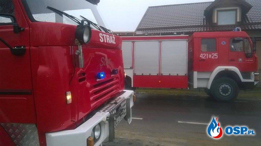 Pożar samochodu i budynku gopodarczego w Uniechowie gm.Debrzno. OSP Ochotnicza Straż Pożarna