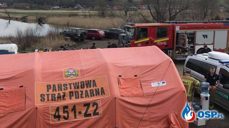 Pomoc strażakom z PSP i zablokowana droga Krajnik Dolny-Zatoń Dolna OSP Ochotnicza Straż Pożarna