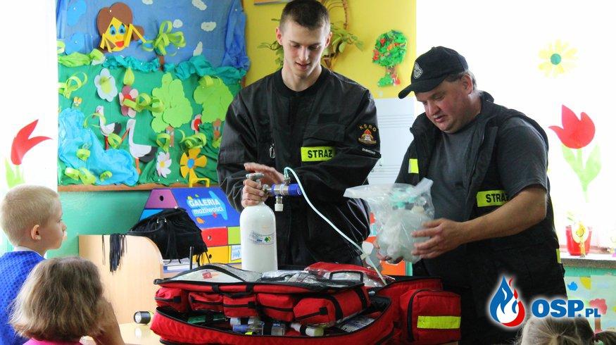 Pogadanka z dziećmi ze Szkoły Podstawowej w Nienadowej OSP Ochotnicza Straż Pożarna