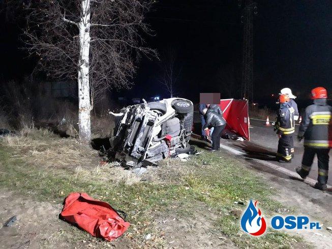 Kierowca nie żyje, pasażerka ciężko ranna. Tragedia pod Jelenią Górą. OSP Ochotnicza Straż Pożarna