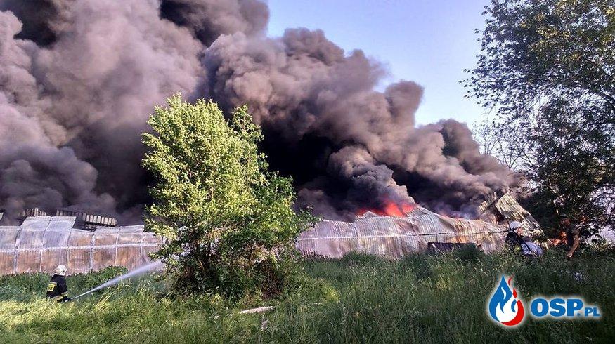 Ogromny pożar hali z oponami w Markowej. Ewakuowano kilkuset okolicznych mieszkańców! OSP Ochotnicza Straż Pożarna