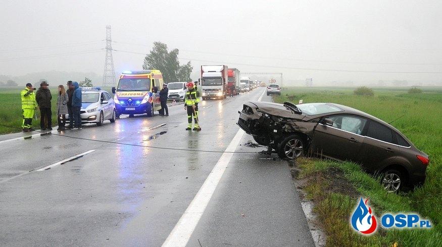 Zderzenie nieoznakowanego radiowozu z innym samochodem w Opolu. OSP Ochotnicza Straż Pożarna
