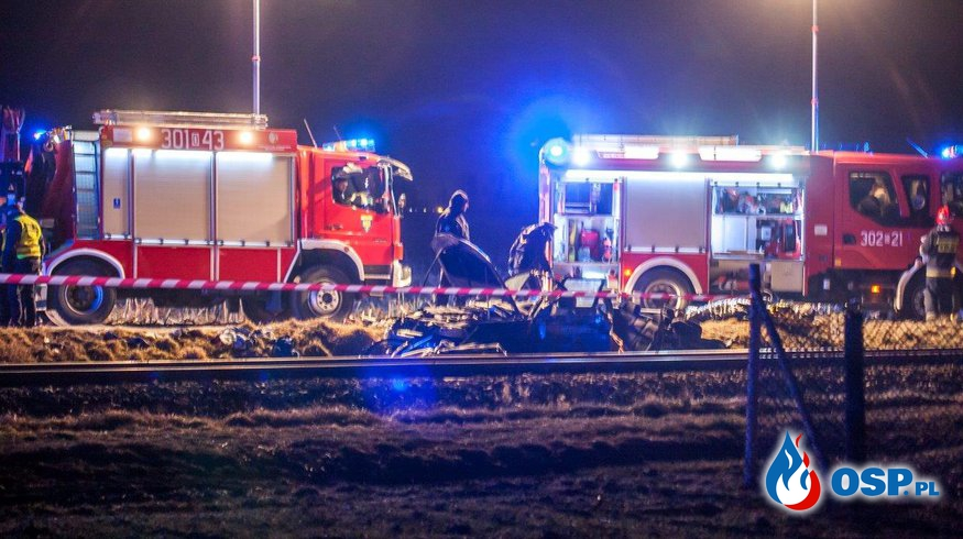 4 osoby zginęły w Opolu - Chmielowicach. Samochód wjechał pod szynobus. OSP Ochotnicza Straż Pożarna