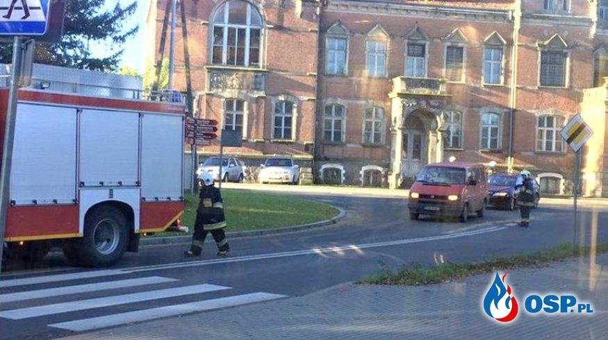 Plama oleju napędowego rozciągająca się przez całe miasto  OSP Ochotnicza Straż Pożarna