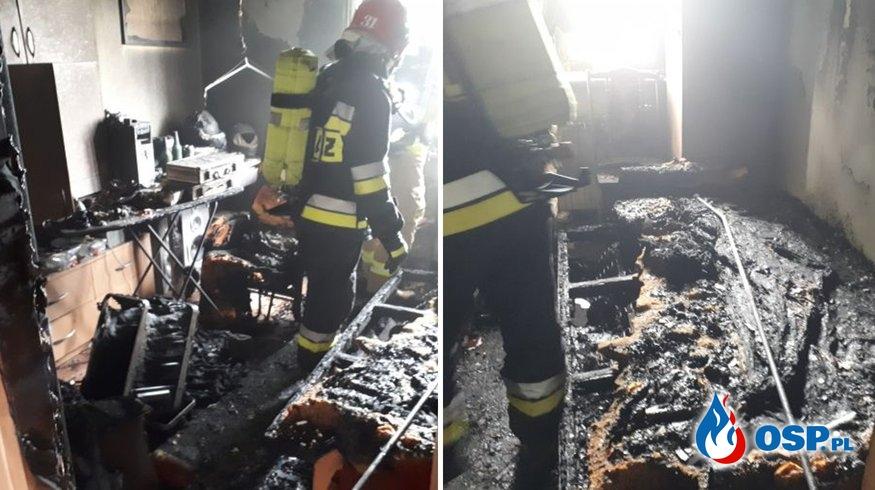 """""""Przyczyną pożaru było zapalenie się ładowanego telefonu komórkowego"""". Pokój doszczętnie spłonął. OSP Ochotnicza Straż Pożarna"""
