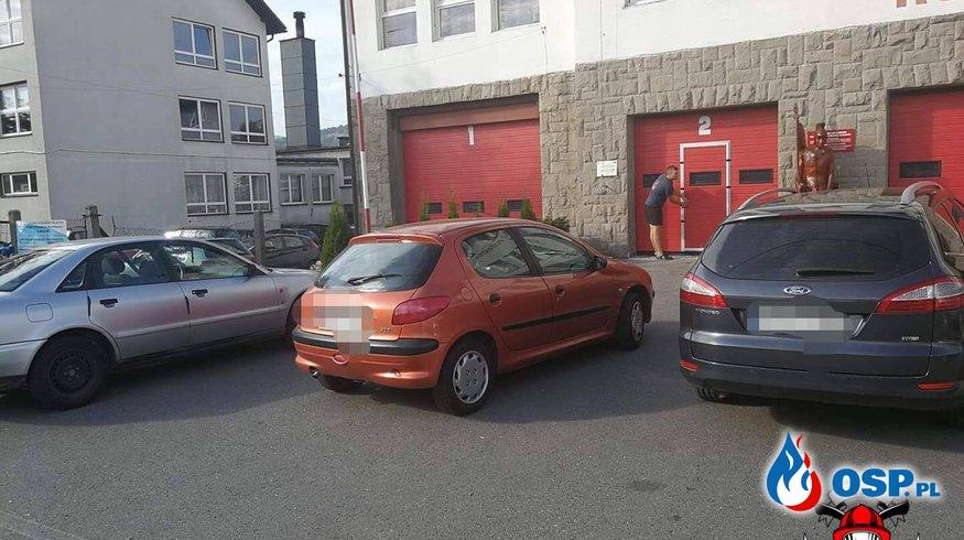Zaparkowali przed remizą i poszli na wywiadówkę. Wrócili po ponad godzinie! OSP Ochotnicza Straż Pożarna