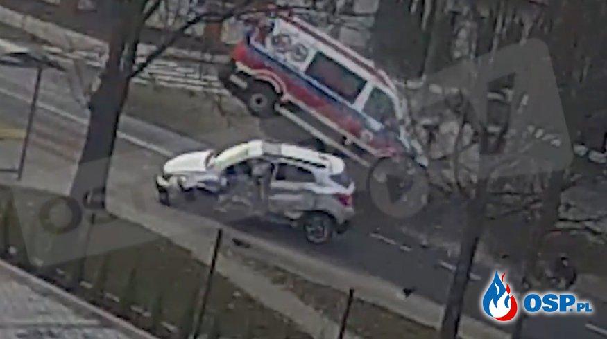 Jest nagranie z wypadku karetki pogotowia w Ostrowie Wielkopolskim OSP Ochotnicza Straż Pożarna