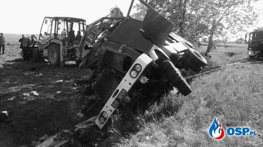 Zmarł strażak ranny w sobotnim wypadku wozu strażackiego. Miał 33 lata. OSP Ochotnicza Straż Pożarna