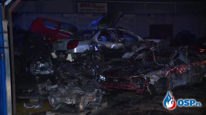 """""""Toksyczny dym"""". Czterdzieści samochodów spłonęło na złomowisku. OSP Ochotnicza Straż Pożarna"""