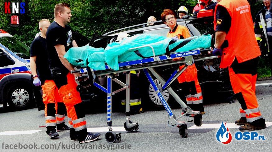Wypadek na DK8 - 4 osoby poszkodowane. OSP Ochotnicza Straż Pożarna
