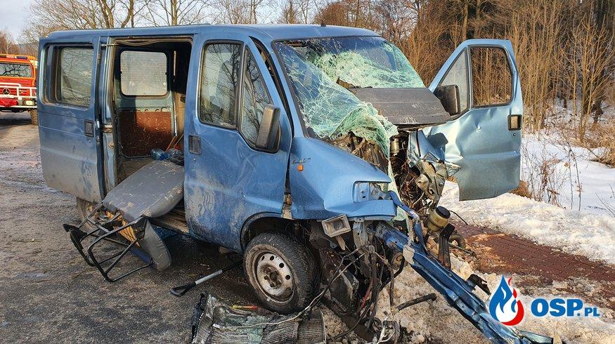 Wypadek samochodu na ul. Pułkownika Józefa Sokola w Nowej Rudzie OSP Ochotnicza Straż Pożarna