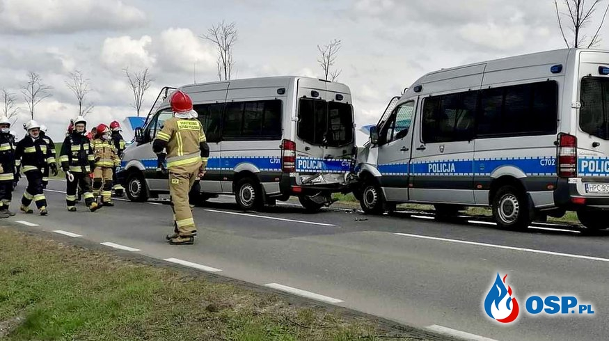 Zderzenie 4 radiowozów, 9 policjantów rannych. OSP Ochotnicza Straż Pożarna