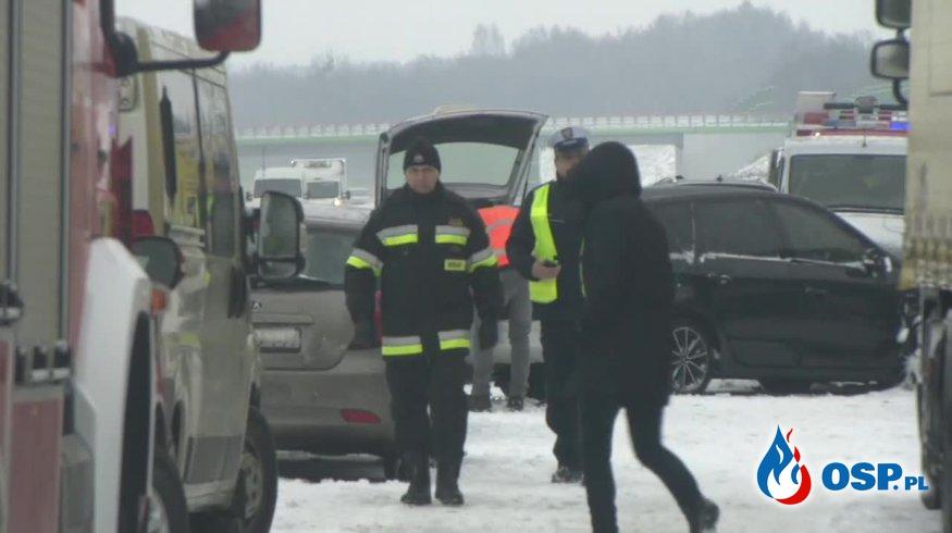 Kilkanaście samochodów zderzyło się w karambolu na autostradzie A1. OSP Ochotnicza Straż Pożarna