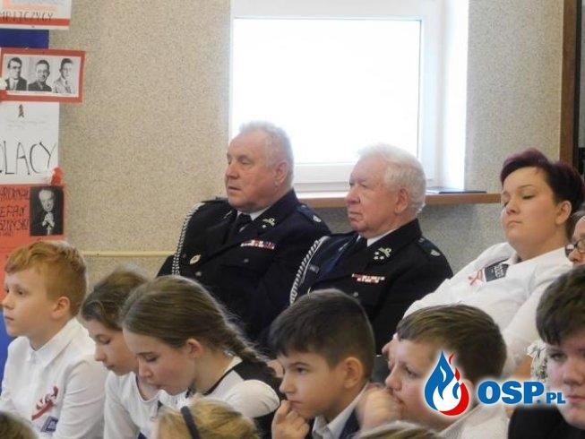 Uroczystości Niepodległościowe w szkole w Glinniku. OSP Ochotnicza Straż Pożarna