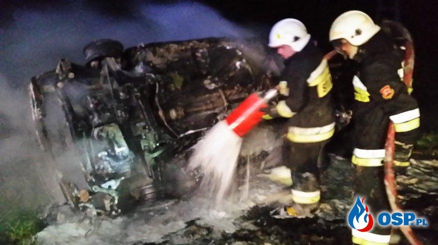 Pożar auta w okolicy miejscowości Sadlenko (gm. Trzebiatów) OSP Ochotnicza Straż Pożarna