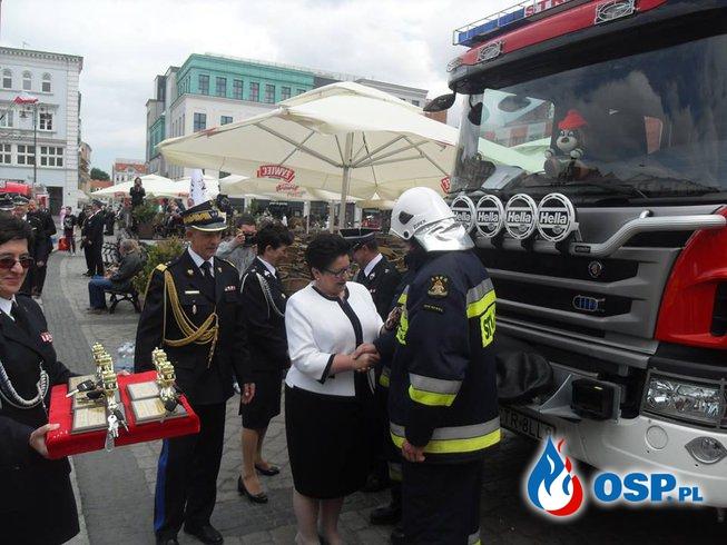 Uroczyste przekazanie wozu OSP Ochotnicza Straż Pożarna