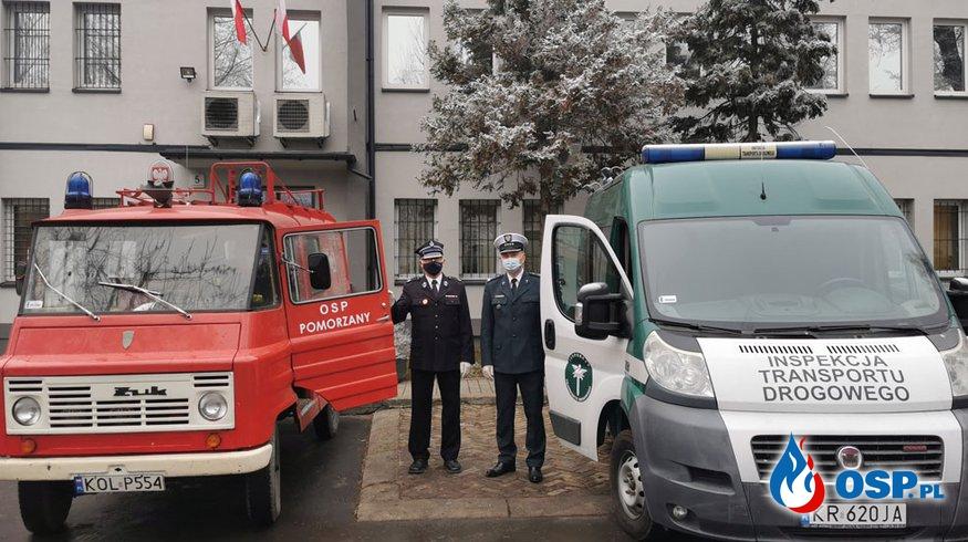 """Zamienią 35-letniego Żuka na Fiata Ducato """"krokodylków"""". Radiowóz wycofany z ITD będzie teraz służył strażakom. OSP Ochotnicza Straż Pożarna"""