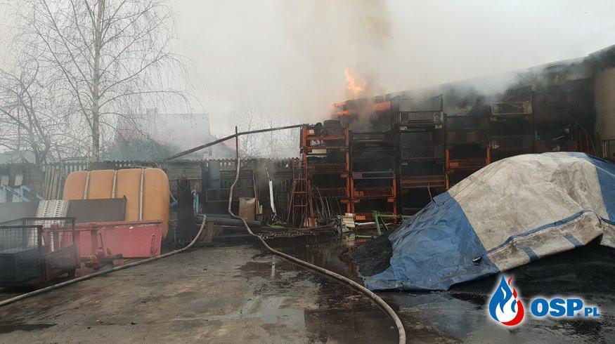 Płomienie na osiedlu mieszkaniowym OSP Ochotnicza Straż Pożarna