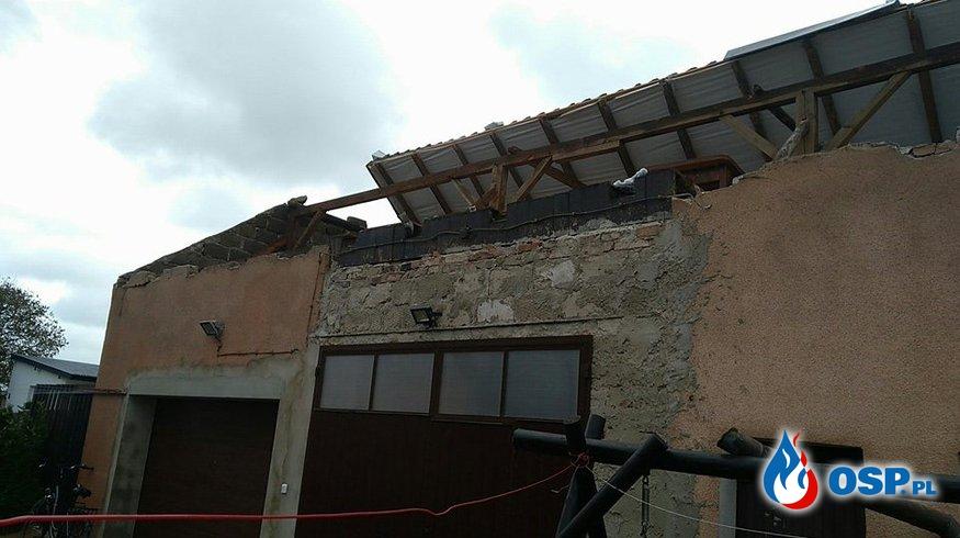 Zerwane poszycie dachowe w miejscowości Granice OSP Ochotnicza Straż Pożarna