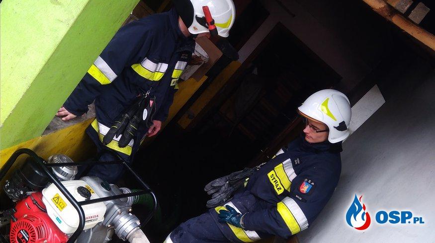 Zalana piwnica w budynku mieszkalnym m.Biernatka OSP Ochotnicza Straż Pożarna