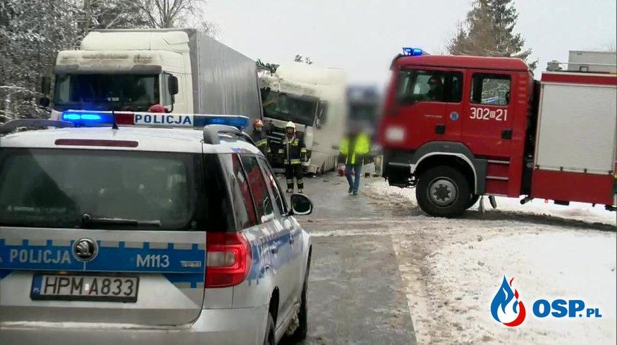 Wypadek 4 ciężarówek i 2 samochodów osobowych na DK 8. OSP Ochotnicza Straż Pożarna
