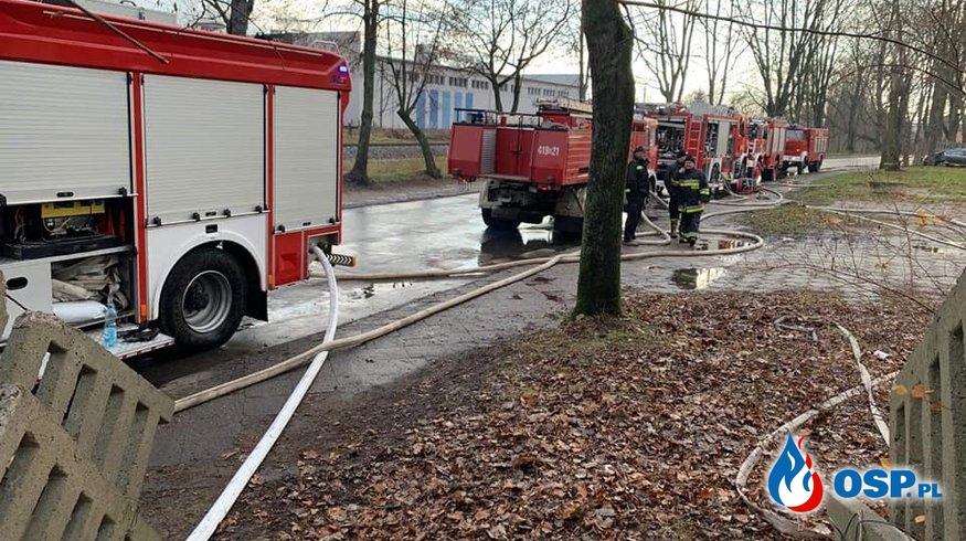 Pożar pustostanu po budynku biurowym. OSP Ochotnicza Straż Pożarna