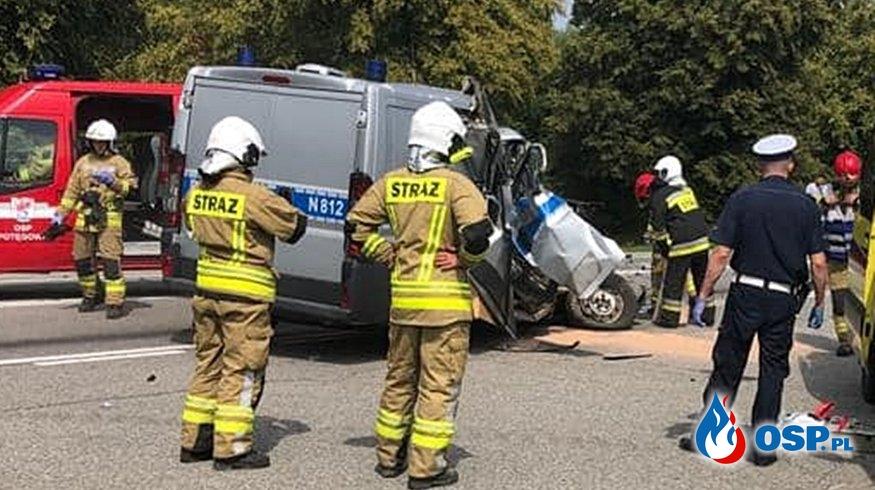 Policjant zginął w wypadku radiowozu z ciągnikiem OSP Ochotnicza Straż Pożarna