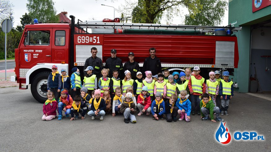 Wizyta dzieci z przedszkola nr 17 im. Jana Pawła II w Żorach OSP Ochotnicza Straż Pożarna