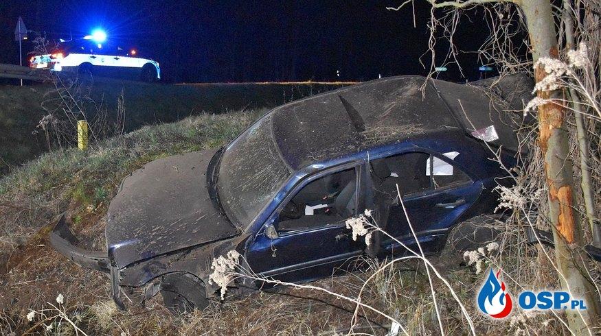 Kierowca i pasażer wypadli z auta podczas dachowania. Obaj zginęli. OSP Ochotnicza Straż Pożarna