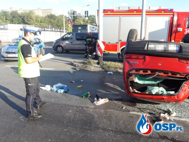 Seicento dachowało po zderzeniu z autobusem. Zobacz moment wypadku! OSP Ochotnicza Straż Pożarna