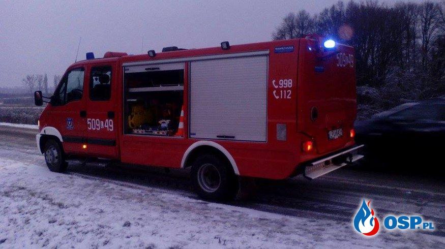 wypadek drogowy w miejscowości Celejów.  OSP Ochotnicza Straż Pożarna