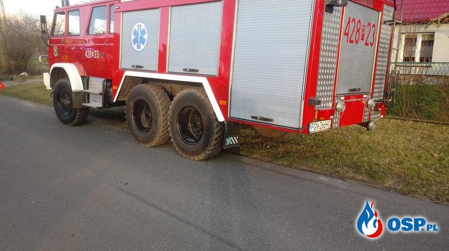 Samochód osobowy wypadł z drogi OSP Ochotnicza Straż Pożarna