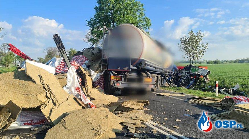 W ciężarówce pękła opona, doszło do tragicznego wypadku. Nie żyje 45-letni kierowca. OSP Ochotnicza Straż Pożarna