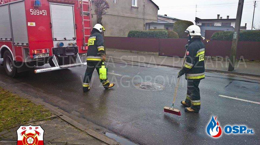 Długa plama oleju. OSP Ochotnicza Straż Pożarna